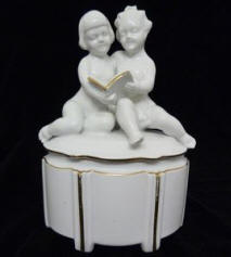 2816 Trinket Box with Cherubs on Lid