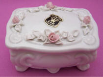 #4422 Trinket Box with Roses
