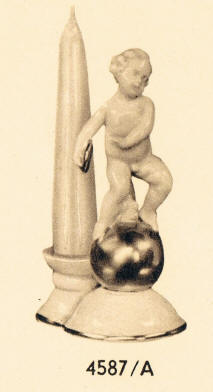 4587/A Cherub with discus on gold ball Candleholder