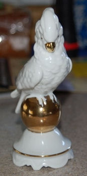 5521 Parrot on Gold Ball
