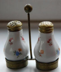 6297 Salt & Pepper Shaker with caddy