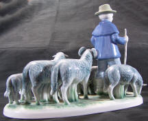 7023 sheepherder with dog and sheep back view