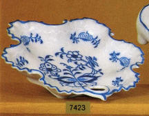 7423 Blue Onion Scalloped dish