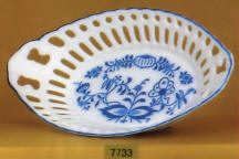 7733 Blue Onion Lace Oval Dish