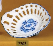7797 Blue Onion Lace Dish