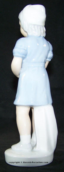 7987 gerold porzellan nurse back view