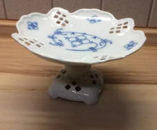 8138-blueonion-footed-dish