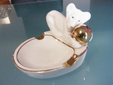 ashtrays-lioncub-with-gold-ball-top