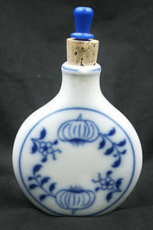 Blue Onion Snuff Bottle