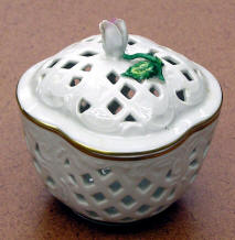 Gerold Porzellan Rose Bud Lattice Trinket Box