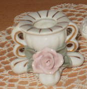 Single candle holder with rose