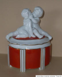 Cherubs on Lid