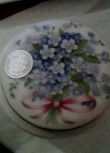Violets decorated trinket box